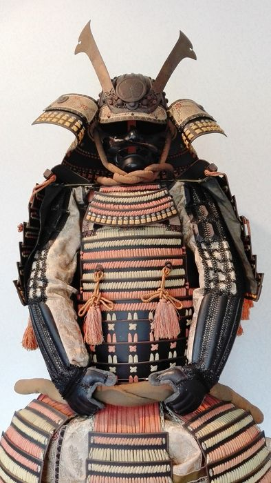 Japanes Samurai Armor and helmet ,Yoroi (鎧) Kabuto(兜)- Family crest of a Chinese bellflower with a - Lacquered meta - Japan - Early 20th century