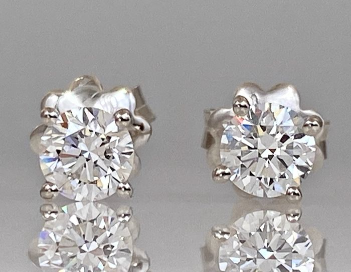 18 kt. White gold earrings - with 0.80ct diamonds, Without reserve price