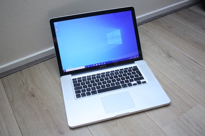 Apple MacBook Pro 15 inch (Early 2011) - Intel Quadcore i7 2.0Ghz, 4GB DDR3 RAM, 500GB HDD - In need of some servicing