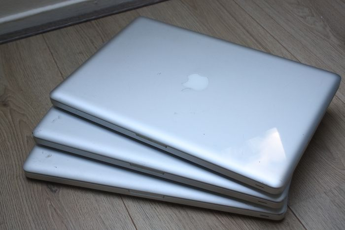 Apple lot of 3X MacBook Pro 15 inch - Intel Quadcore i7 CPUs, 4GB DDR3 RAM - In need of servicing