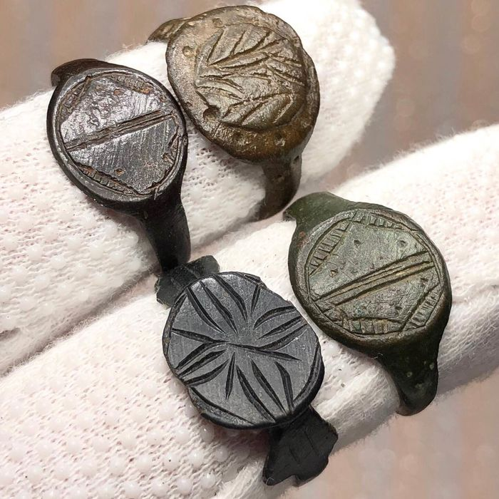 Late Roman / Early Medieval Bronze Rings Different Types(4).