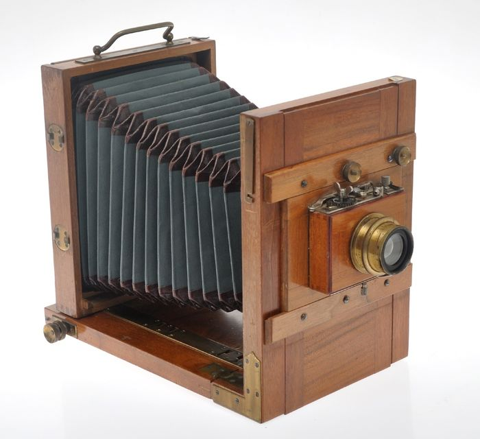 Nice unmarked wooden travel camera 13x18cm with Rodenstock 165/6.8 lens, c.1910 exc++