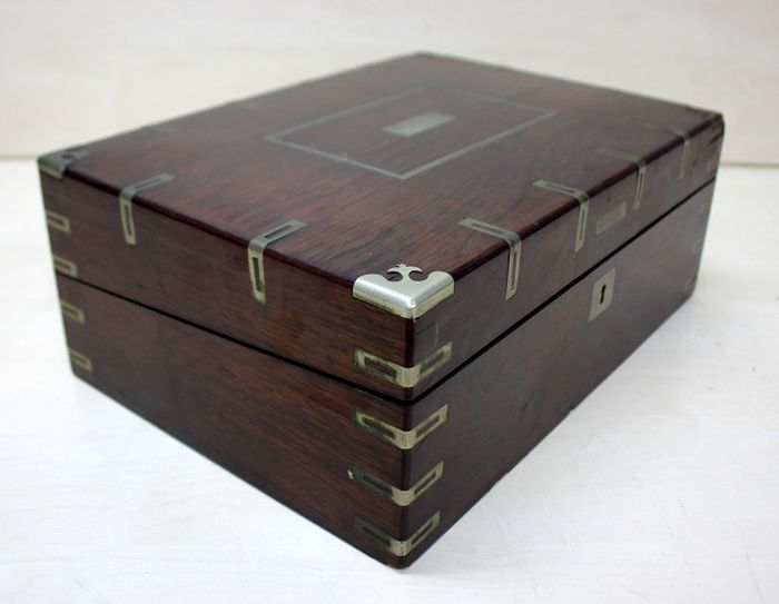 An antique writing case - Wood- Mahogany, metal