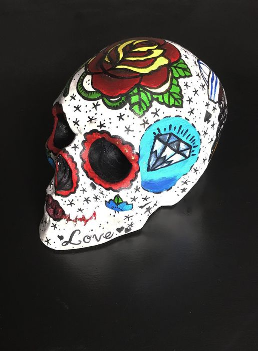 "Life-sized replica Skull with ""Old School"" Tattoos - - - - 13×22×13 cm"