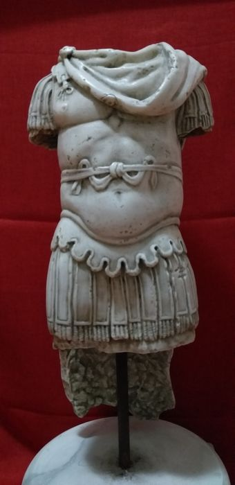 Military Trophy - 72 cm - Neoclassical - Marble - Late 19th century