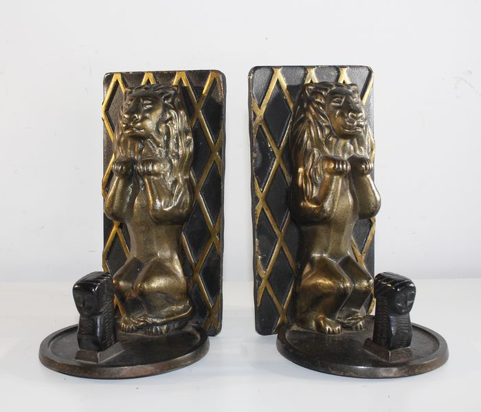 Bookends lions