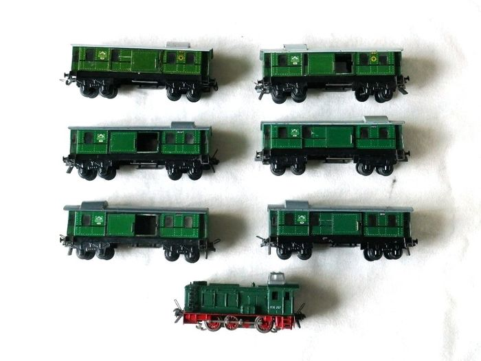 Trix Express H0 - Train unit - diesel locomotive V36 with 6 luggage wagons