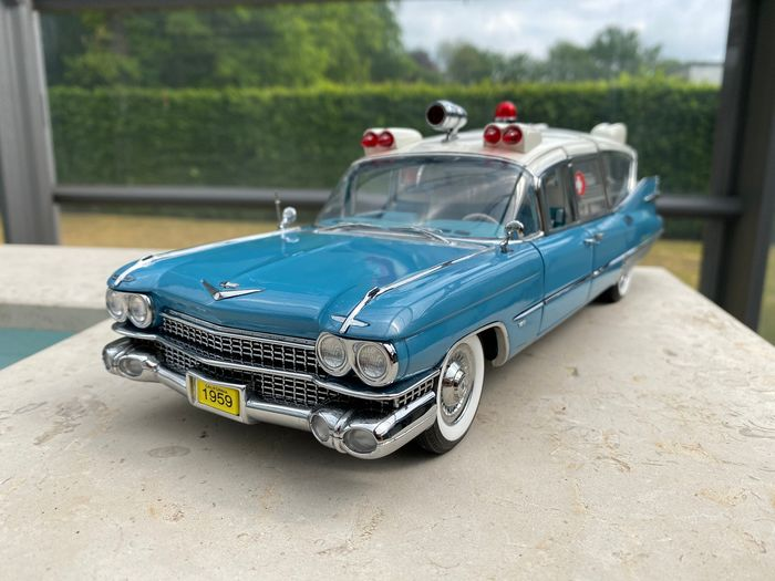 Precision Miniatures - 1:18 - Cadillac 1959 Ambulance