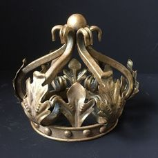 Decorative gold-colored crown (1) - Iron (cast/wrought)