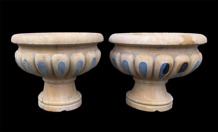 Neoclassical vases in yellow Siena stone - 48 X 55 cm (2) - Pietra (minerale) - 20th century