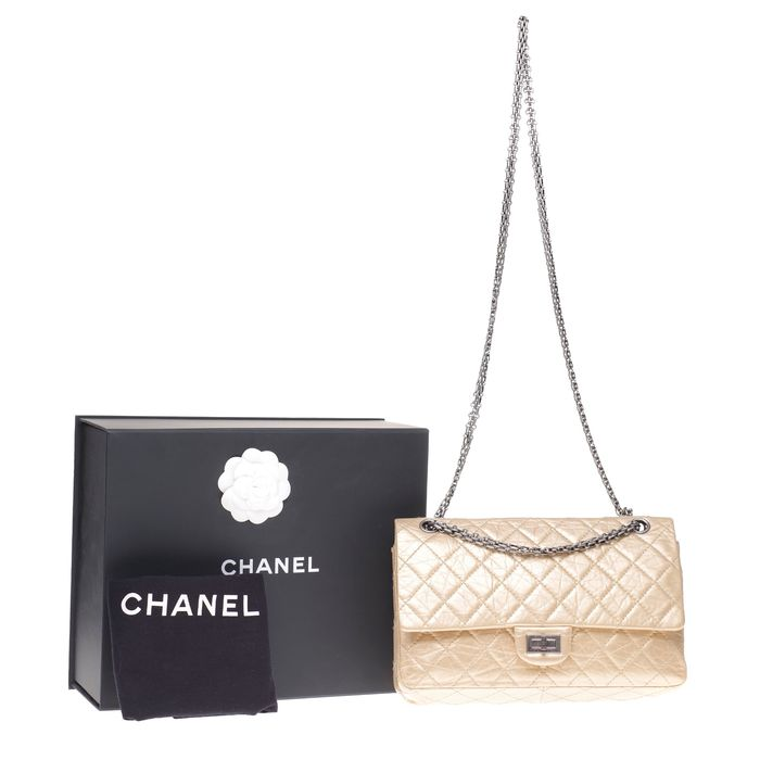 Chanel - Sac à main Chanel 2.55 en cuir matelassé mordoré, garniture en métal argenté vieilli Shoulder bag