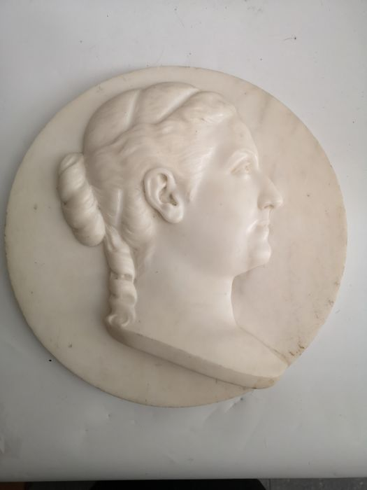 Relief, portrait of a female figure - Marble - First half 19th century