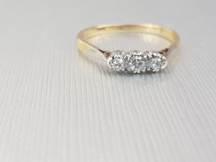 18ct Platinum Vintage Diamond Trilogy Ring