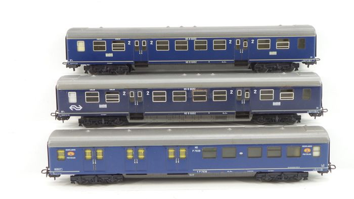 Märklin H0 - 4048/4049 - Passenger carriage - 3 carriages Plan-E 2nd class and mail - NS
