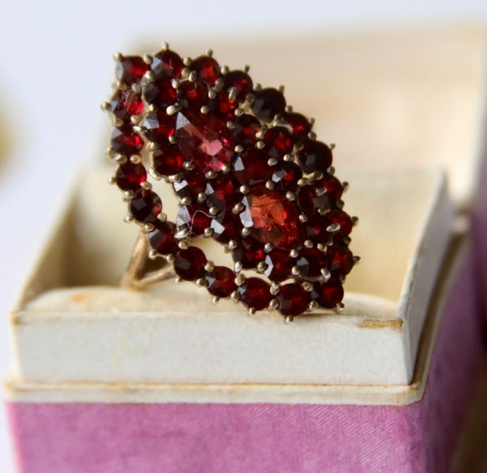 900 Yellow gold plated silver - Antique ring ca. 1880/1900  - 4.12 ct old cut Bohemian Garnets - Handcrafted