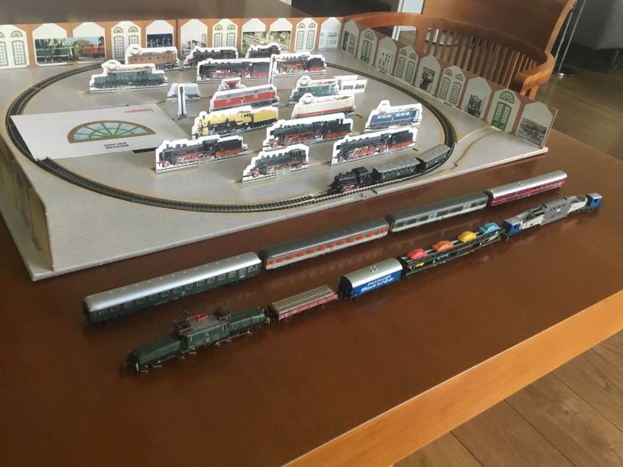 Märklin Z - 8150/8856/a.o. - Train set - with steam loc BR89, e-loc Be 6/8, 4 freight carriages & 6 passenger carriages - DB, SBB