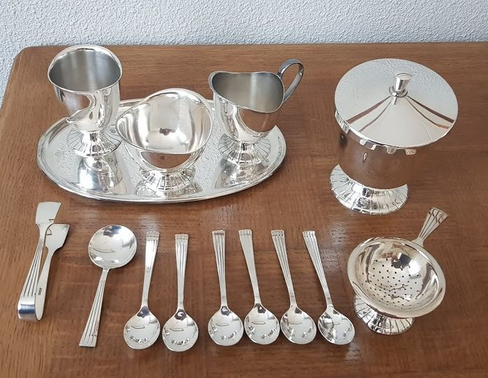 Assecoires table, Douwe Egberts - Silverplate