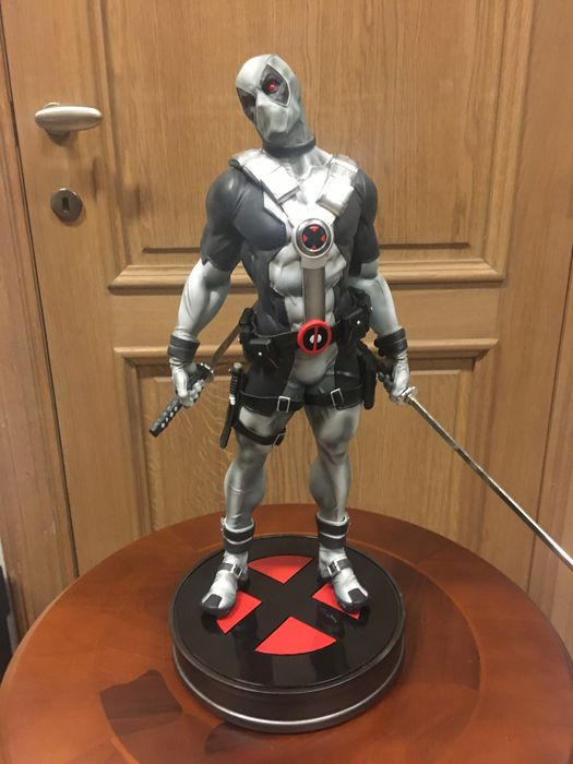 Marvel - Deadpool X-Force - Sideshow Toys - Statue(s), Premium Format - Limited Edition