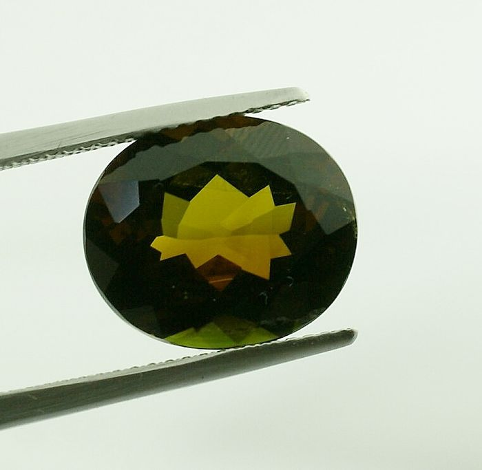 yellowisch green Tourmaline - 7.53 ct