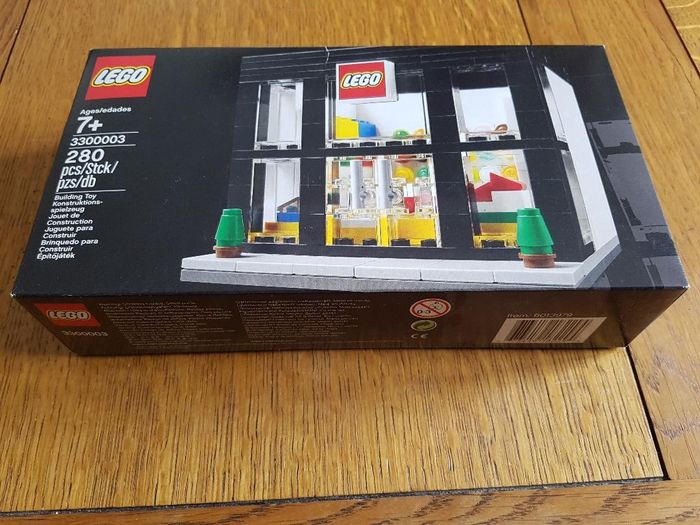 LEGO - limited édition (3000 sets) - 3300003 - brand retail store - Store