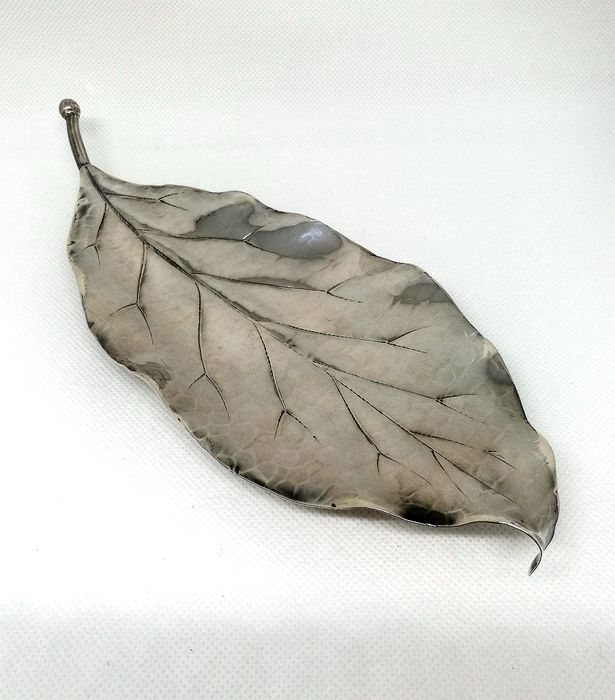 Superb Saucer in the Shape of a Leaf - .925 silver - Federico Buccellati - Italy - Mid 20th century