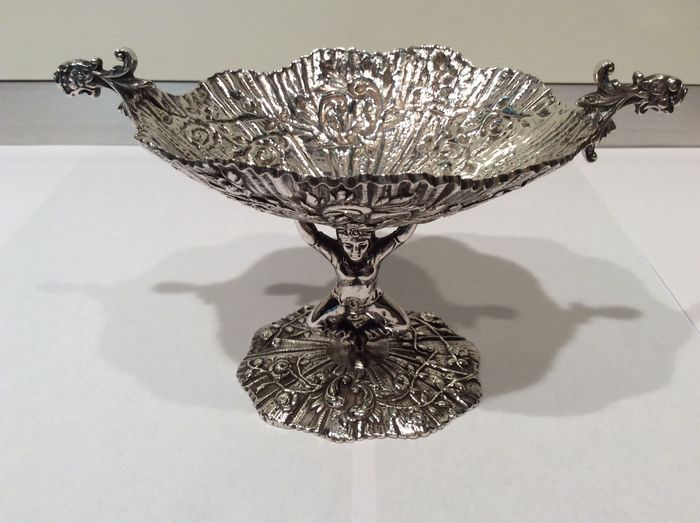 Oval Silver Coupe with Flower decorations carried by figure (1) - .915 silver - Spain - Mid 20th century