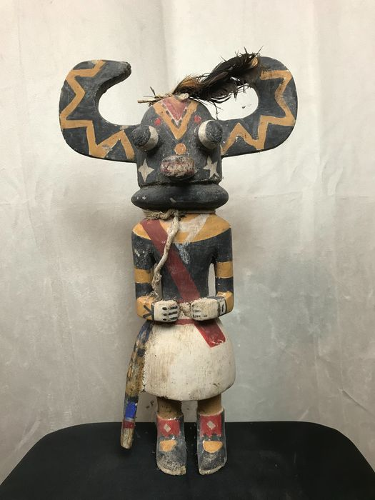 Kachina doll - Wood, pigments and feathers - Ho-o-te - in Hopi style
