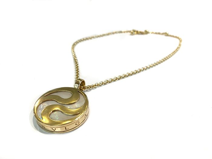 Bvlgari - 18 kt. Gold, Mabe pearls, Steel - Necklace with pendant Mixed