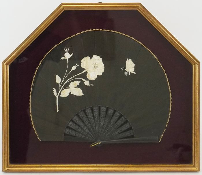 Fan - Fabric and wood - Ca. 1900
