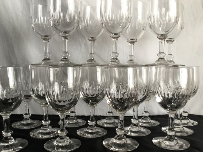 Antiek Twintig delig  kristal servies - 20 cut crystal wine glasses with a beautiful motif - Top quality!