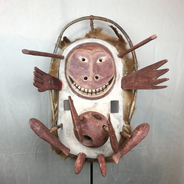 Yup'ik mask - Wood, pigments, vegetable fibers and fur - Anthropomorphe - in Inuit style