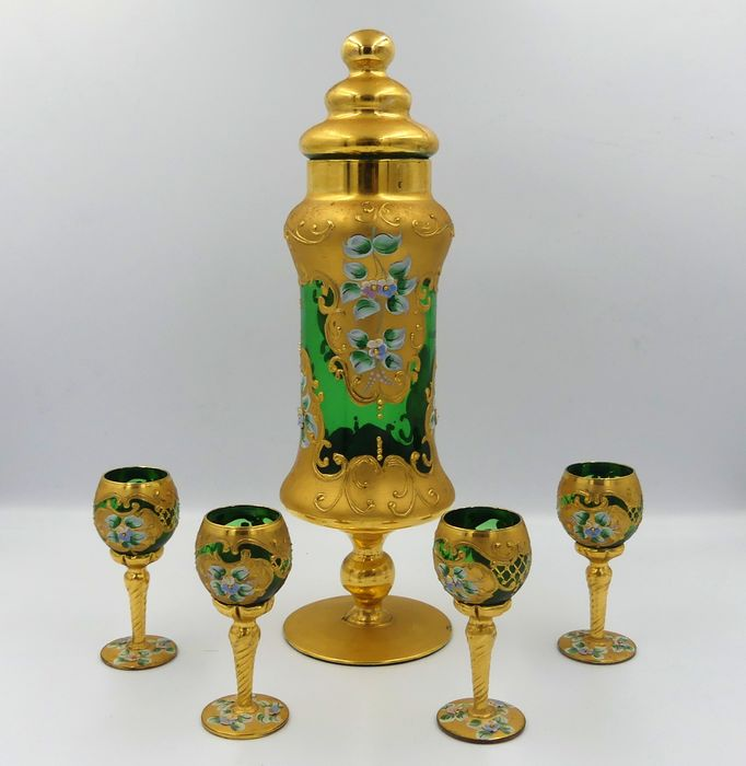 Liquor service decorated with flowers and golden foliage - Verre