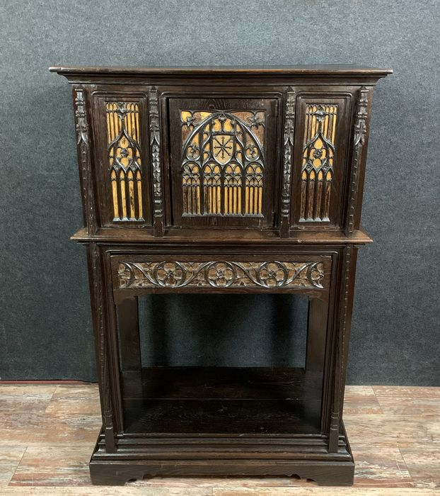 Cabinet - Oak - Period around 1700 with restorations and later elements