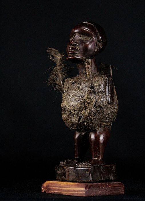 Old and authentic Fetish - Bone, Feathers, Glass, Terracotta, Wood, Nails - kongo - DR Congo
