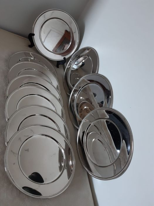 10 Large silver plated plates with pearl edge 4kg 300gr (10) - Verzilverd