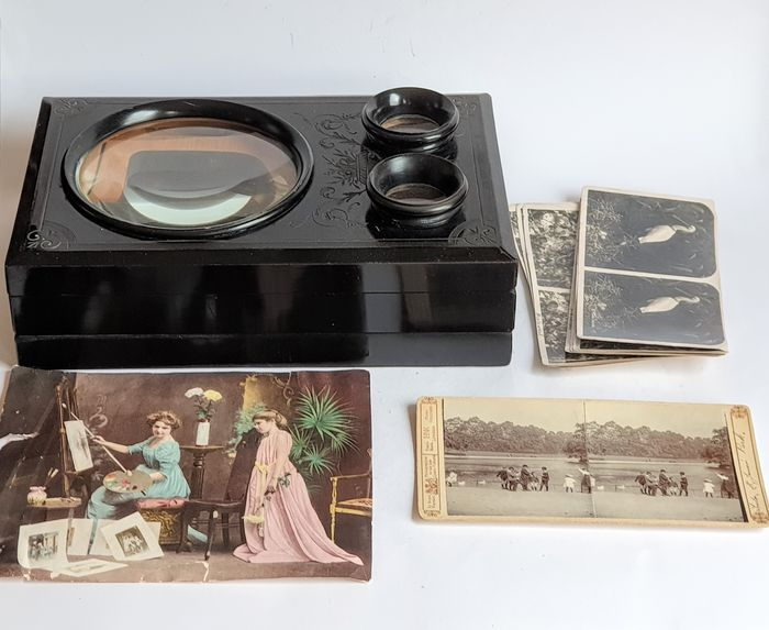 Foldable Table stereo viewer with cards
