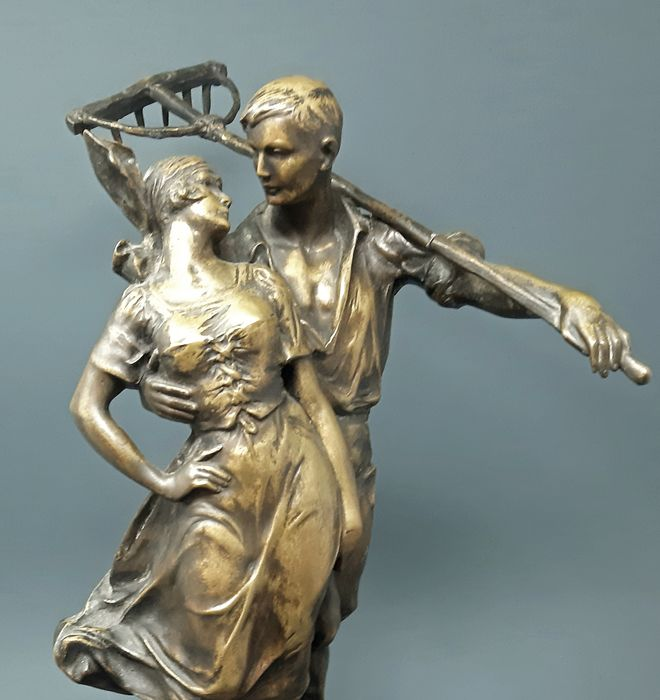 Indistinctly signed - Sculpture, Country couple - Bronze (patinated) - 50/60 years