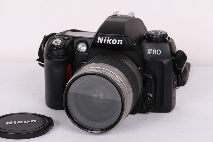 Nikon F80 met 28-80mm + UV filter