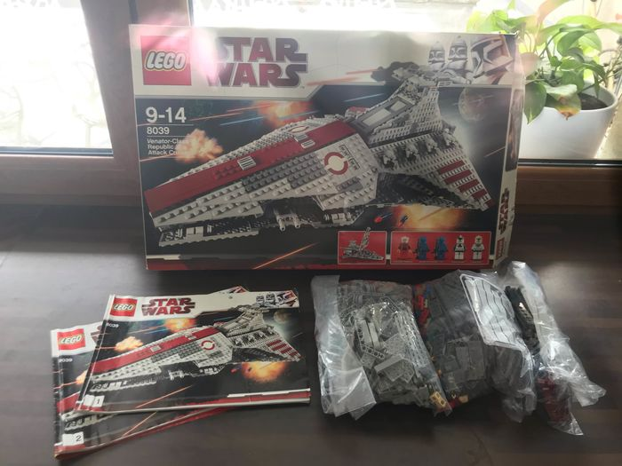 LEGO - Star Wars - 8039 - Figure Lego Star Wars 8039 : Venator-Class Republic Attack Cruiser