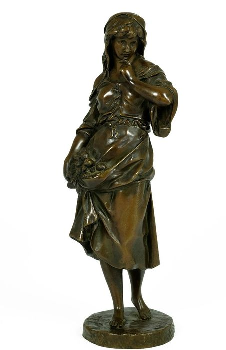 Toegeschreven aan Emile Louis Picault (1833-1915) - Sculpture, peasant woman with flowers - Bronze - Late 19th century