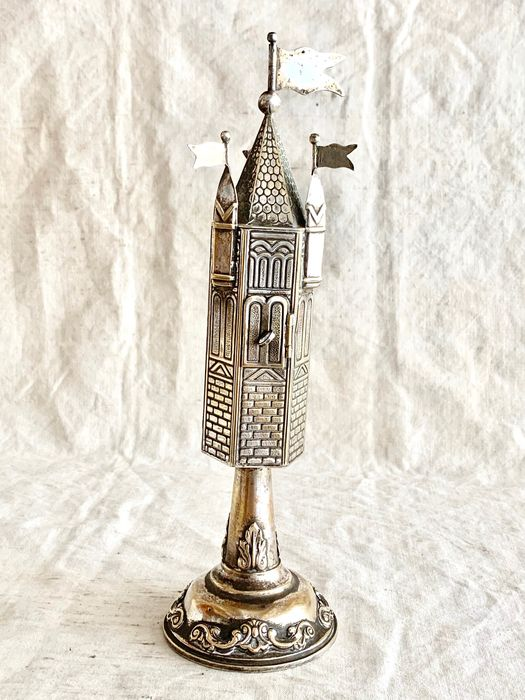 Judaica - A magnificent large spice tower for Jewish ceremony havdalah - Similiar in museum - Silverplate - Jewish German artist  - Germany - Early 20th century
