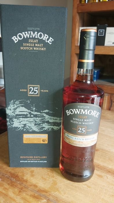 Bowmore 25 years old Small Batch Release - Original bottling - 750ml