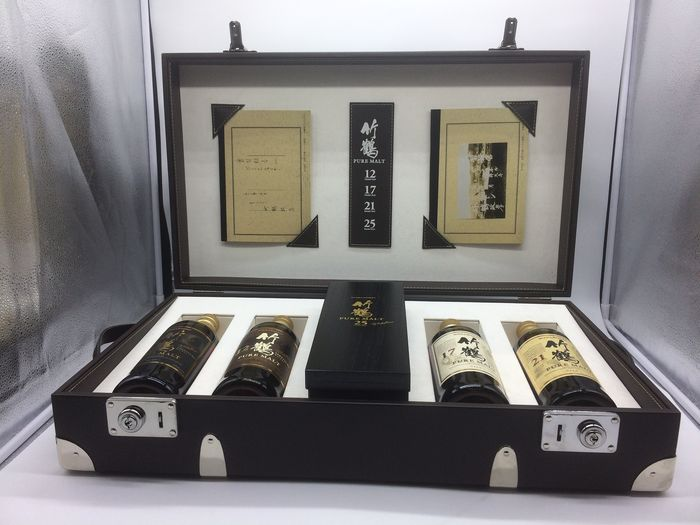 Nikka Taketsuru On the road - Prestigious Trunk - One of only 60 sets - 70cl - 5 bottles