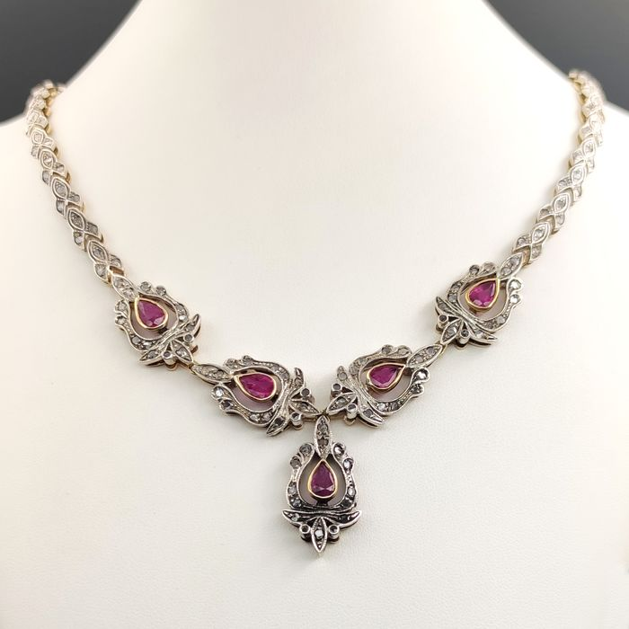 18 kt. Silver, Yellow gold - Necklace - 5.00 ct Ruby - 5.13 Ct Diamonds