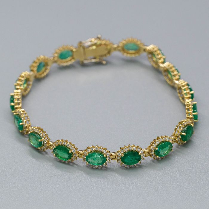 14 kt. Yellow gold, 14.32g - Bracelet - 11.44 ct Emerald - 2.14 ct Diamonds - No Reserve Price