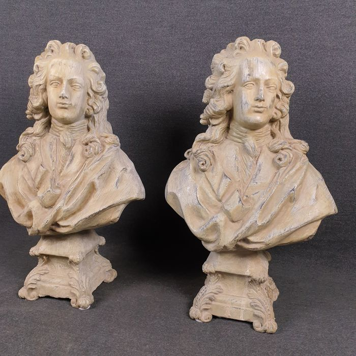 Pair of old sculptures of French wig characters