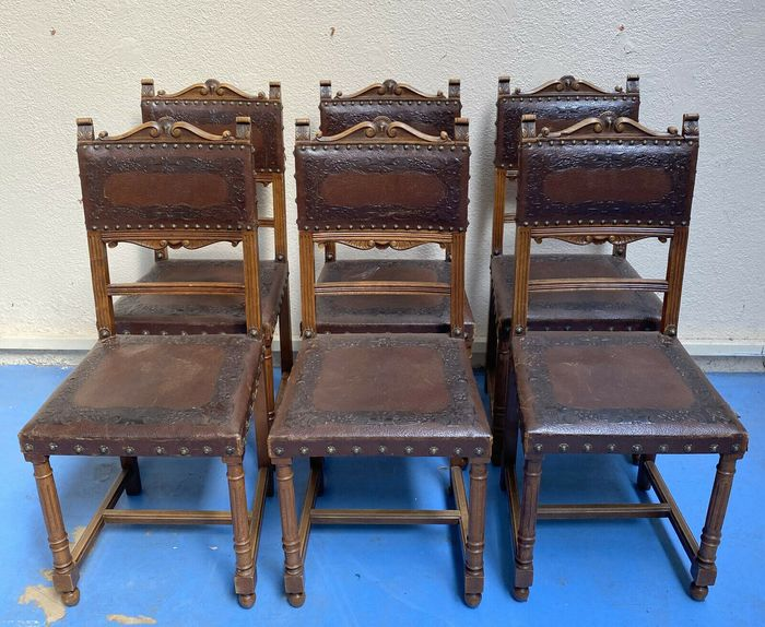 Set of 6 chairs - Renaissance style - Walnut and embossed leather - Second half 19th century
