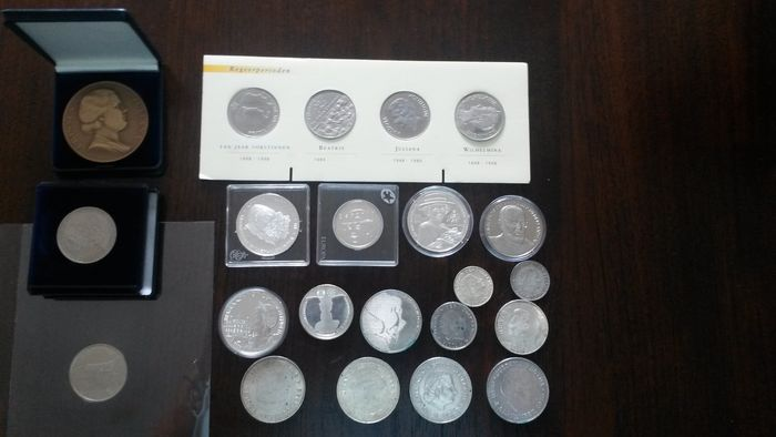 The Netherlands - Lot met ongeveer 50 munten en penningen vanaf 1955 - silver and other metals