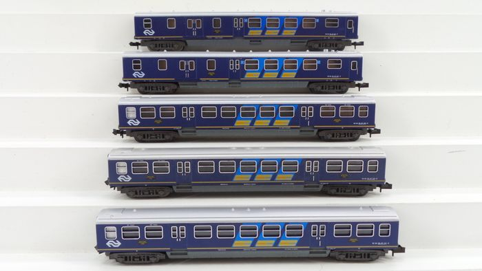 Minitrix N - 13121/13129 - Passenger carriage - 5 plan E carriages with the blue advertising lanes and a restoration - NS
