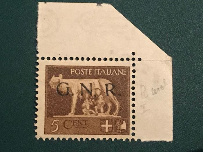 Italy 1944 - 5 cents with shifted R of the overprint GNR - Sassone 470lm